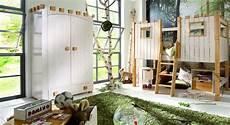 kinderzimmer für kleine räume kinderzimmer kleiderschrank ritterburg aus kiefer in wei 223