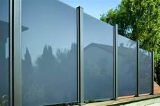 glas windschutz terrasse wind und sichtschutz modell glarus pfosten in