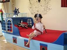 kinderbett piratenschiff piratenbett kinderbett piratenschiff piratenschiffbett