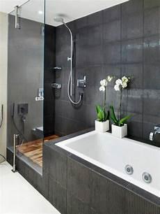 kleines badezimmer dusche und wanne moderne badgestaltung mit einer badewanne dusche wand