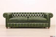 divani in pelle vintage divano chesterfield vintage con chiodi e piedini alti