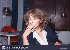 Deutsche Schauspielerin Michaela May Bei Einer Zigarette