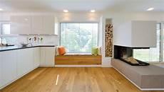 Wohnzimmer Mit Offener Küche Modern - gem 252 tliches sitzfenster zwischen k 252 che und kamin haus