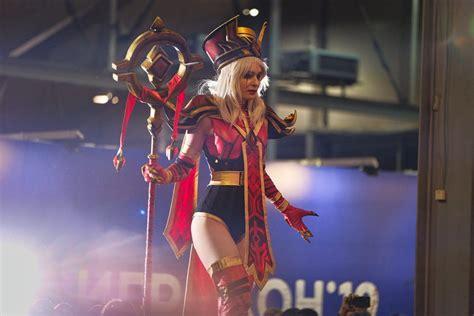 Scarlet Crusade Cosplay