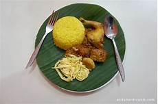 Gambar Nasi Kuning Di Piring Gambar Makanan