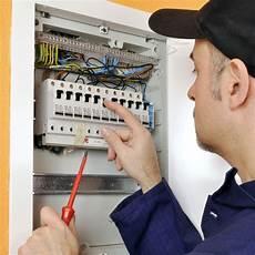 Elektriker Vor Sicherungskasten Unterverteiler