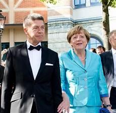 Ob Merkel Oder Der Leyen Mode Ist Eine S 252 223 E Last F 252 R