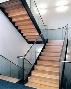 Geschlossene Treppe Mit Podest Suche Treppen