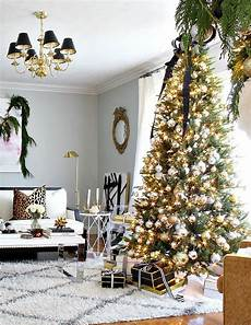 3 classic color themes for your tree