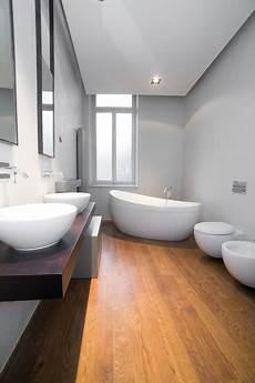bagno parquet bagno in parquet appartamenti privati contemporaneo