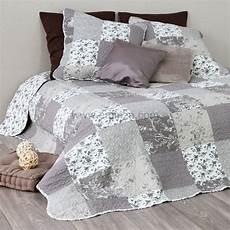jeté de lit boutis couvre lit boutis taupe linge de lit eminza