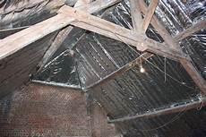 isolation toiture par l intérieur prix isolation sur chevrons comment poser un isolant sur