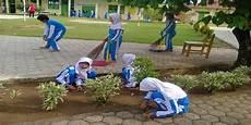 Kebersihan Dan Keindahan Lingkungan Sekolah Teknik
