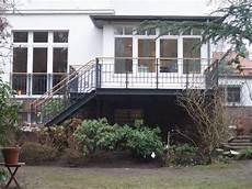 terrasse auf stahlkonstruktion terrasse als stahlkonstruktion mit holzbelag terrasse garten terrasse und terrassenbau