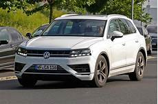 New 2017 Volkswagen Touareg Suv May Get V6 And V8 Tdi