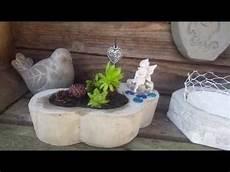 blumentopf aus beton gartendeko blumentopf mit elfe aus beton