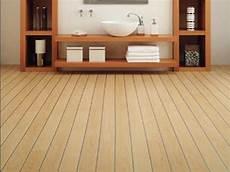pvc für badezimmer pvc belag f 252 r badezimmer behindertengerechte badewanne