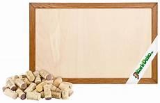 holzrahmen selber bauen pinnwand aus korken selber bauen alte korken heller holz rahmen