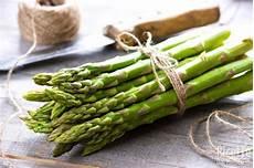 come pulire e cucinare gli asparagi selvatici come pulire gli asparagi ricettedalmondo it