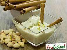 crema pasticcera con crema di pistacchio crema pasticcera al pistacchio ricetta di fragolosi it