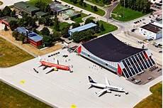 parken flughafen memmingen memmingen airport im steigflug bayernkurier