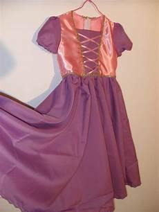 tuto deguisement robe deguisement raiponce coudre couture pour enza costumes