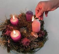 Adventskranz Bedeutung 4 Kerzen - warum ist am adventkranz eine kerze rosa referat f 252 r
