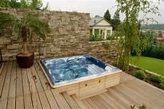 whirlpool columba auf einer terrasse aqua whirlpools