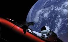 tesla dans l espace elon musk envoie une tesla dans l espace guide auto