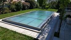 couverture piscine pas cher abri piscine escamotable great couverture coulissante bois