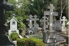 Sainte Genevieve Des Bois Russian Cemetery