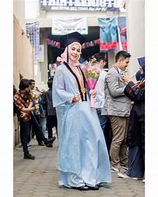 Tutorial Kebaya Wisuda Jilbab Gucci
