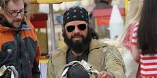 in black 3 look jemaine clement recalls easy rider as