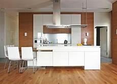 cuisine bois blanc cuisine bois et blanc dans un appartement en 25 id 233 es