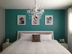 petrol wandfarbe schlafzimmer color trend in bedroom paint the bedroom wall