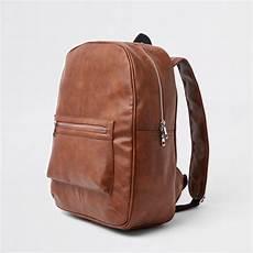 sac a dos en cuir 5184 sac 224 dos en cuir synth 233 tique marron avec poche sur le devant marron homme river island sacs