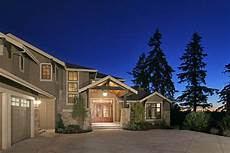what exterior paint colors are this home one reply mentioned sw pearly white and greige