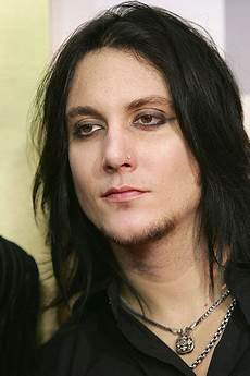 synyster gates hairstyle we come out at synyster gates short hair