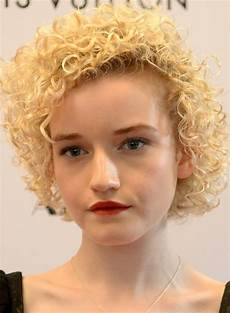 naturally curly hair white women 25 very short natural curly hairstyles for girls amazing pics hub