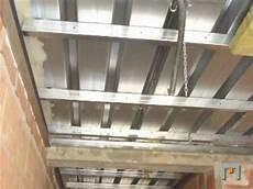 struttura cartongesso soffitto controsoffitti e coibentazione di un edificio a risparmio