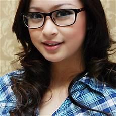 tips memilih kacamata yang sesuai dengan bentuk wajah ali mustika sari
