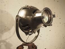 Projecteur Th 233 226 Tre Furse Sur Tr 233 Pied G 233 Om 232 Tre Meuble De