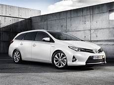 fiche technique toyota auris hybride 2013 toyota auris touring 2013 2014 2015 2016 2017