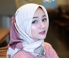 Gaya Terbaru 34 Pesta Model Warna Jilbab