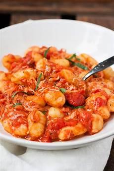 15 minuten gnocchi mit tomatensauce und mozzarella