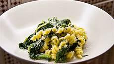 rezept frischer spinat pasta mit frischem spinat und feta sauce tobias kocht
