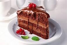kuche bilder k 246 stliche schokoladen kuchen auf teller am tisch auf