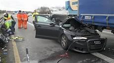A7 Unfall Auto Krachte In Einen Haltenden Lkw Kassel