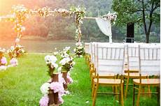 what to know when attending an outdoor wedding in the summer