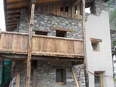 ringhiera di legno fuoco ferro legno balconi